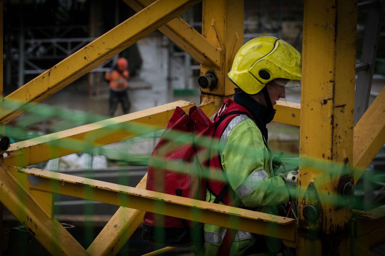 Tower Crane Rescue Procedure : No cause for alarm as fire service makes dramatic rescue